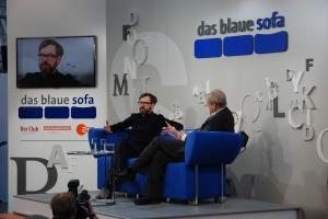 Im Gespräch: David Wagner (l). mit Moderator Wolfgang Herles auf dem Blauen Sofa.