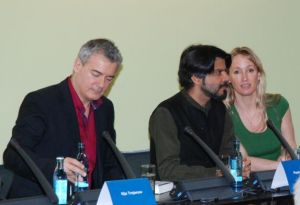 "Eröffnung des ""Café Europa"": Ilija Trojanow (v. l.), Pankaj Mishra und seine Übersetzerin."