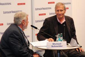 Mister Tagesthemen: Ulrich Wickert (r.) im Gespräch mit Michael Schneider (stellv. Chefredakteur der Leipziger Volkszeitung).
