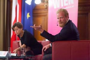 Moderatorin Renata Schmidtkunz und Tomáš Sedláček. © LCM Fotostudio Richard Schuster