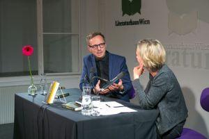 Michal Hvorecky im Gespräch mit Christa Eder. © LCM Foto Richard Schuster